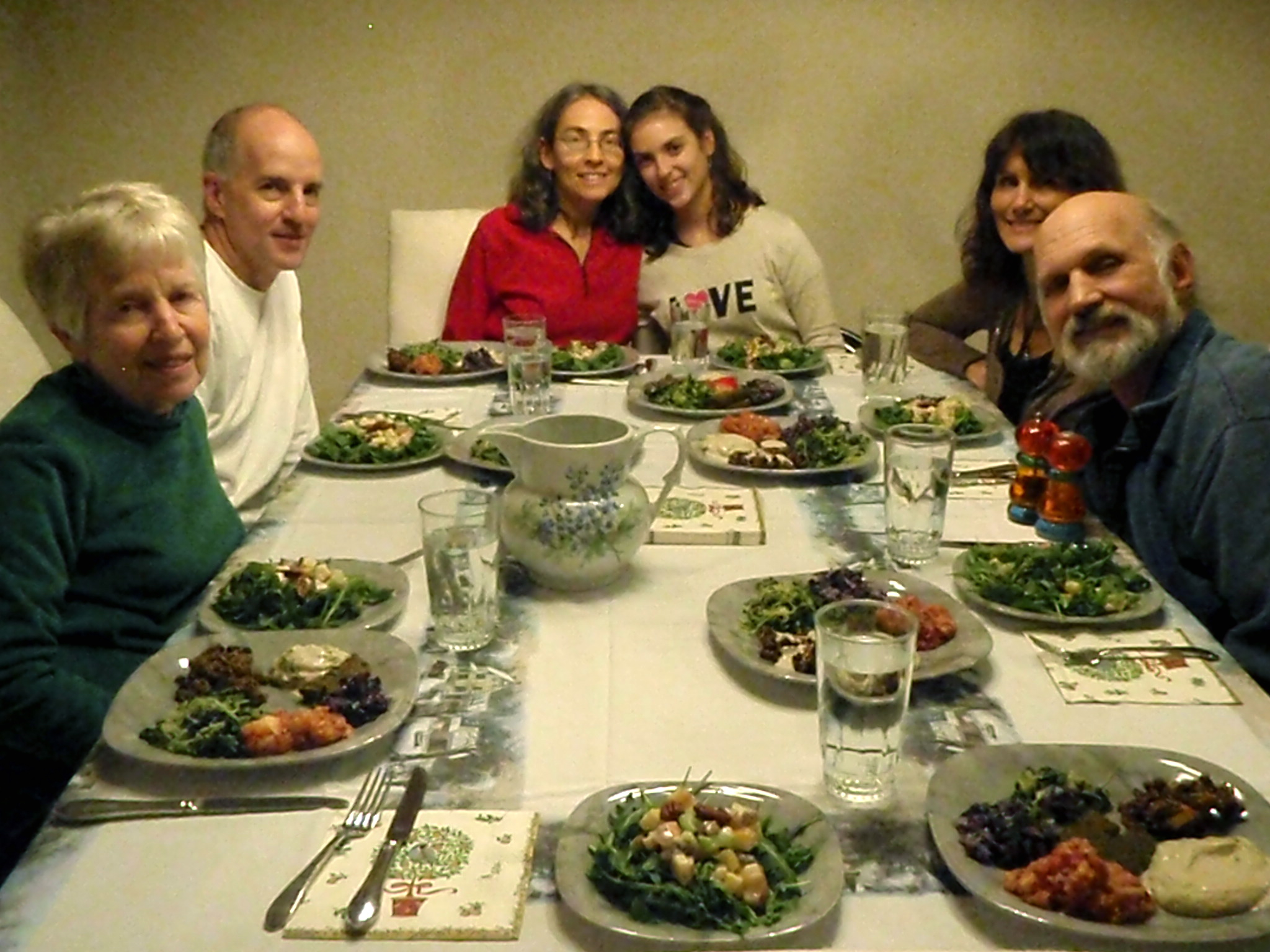 Radio Show: Healthy Holiday Q&A: Dining with Others when Your Eating Habits Have Changed