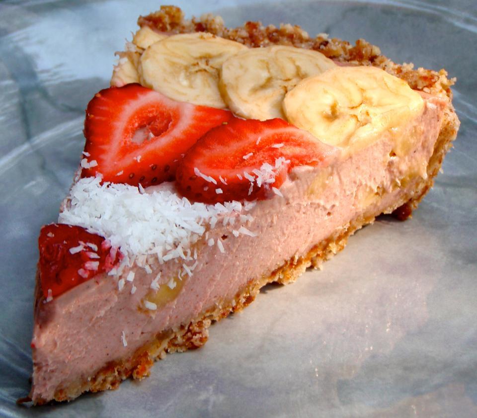 Recipe: Strawberry Coconut Banana Cream Pie (Decadent, raw, gluten-free)